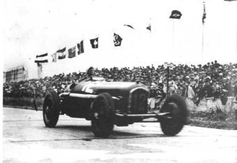 Nuvolari blasting through