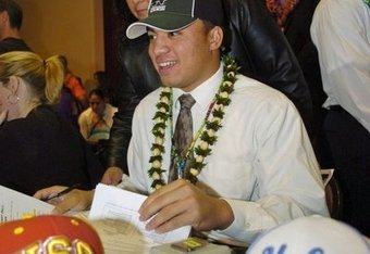 Manti Te'o signs Letter of Intent to Notre Dame over USC and UCLA