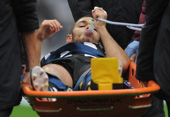 MANCHESTER, ENGLAND - OCTOBER 03: Hatem Ben Arfa of Newcastle takes gas as he goes off with an injured ankle during the Barclays Premier League match between Manchester City and Newcastle United at the City of Manchester Stadium on October 3, 2010 in Manc