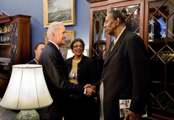 Earl Lloyd meets Vice President Joe Biden in October 2010.