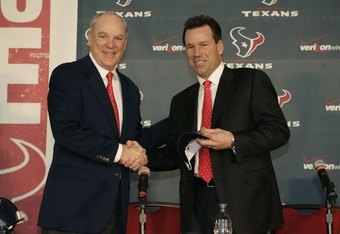 HOUSTON - JANUARY 26:  Houston Texans owner Bob McNair (L) announces Gary Kubiak to be the head coach of the Houston Texas on January 26, 2006 in Houston, Texas.  (Photo by Bill Baptist/Getty Images)