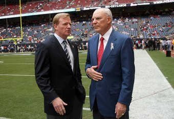 HOUSTON - OCTOBER 05:  NFL Commissioner Roger Roger Goodell (L) talks with Houston Texans owner Bob McNair beofre the game with the Indianapolis Colts on October 5, 2008 at Reliant Stadium in Houston, Texas.  The Texans are playing their first home game o