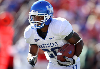 LOUISVILLE, KY - SEPTEMBER 04:  Derrick Locke #20 of the Kentucky Wildcats runs with the ball during the game against the Louisville Cardinals at Papa John's Cardinal Stadium on September 4, 2010 in Louisville, Kentucky.  (Photo by Andy Lyons/Getty Images