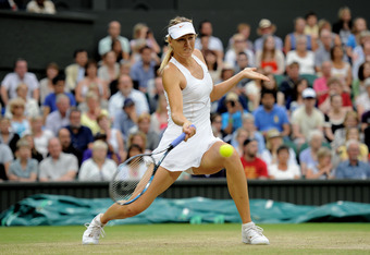 Maria Sharapova, bending those knees.