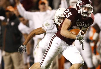 COLLEGE STATION, TX - NOVEMBER 26:  Wide receiver Ryan Swope #25 of the Texas A&M Aggies runs for a gain after making a reception against the Texas Longhorns in the second half at Kyle Field on November 26, 2009 in College Station, Texas. The Longhorns de