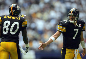 IRVING, TEXAS - OCTOBER 17:  Ben Roethlisberger #7 of the Pittsburgh Steelers celebrates a Jerame Tuman #84 touchdown with Plaxico Burress #80 in the fourth quarter at Texas Stadium on October 17, 2004 in Irving, Texas. The Steelers won 24-20.  (Photo by