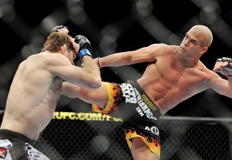 Tito Ortiz battling Forrest Griffin