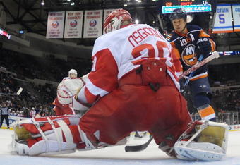 UNIONDALE, NY - JANUARY 12: Chris Osgood #30 of the Detroit Red Wings stops Richard Park #10 of the New York Islanders at the Nassau Coliseum on January 12, 2010 in Uniondale, New York. (Photo by Bruce Bennett/Getty Images)