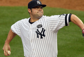 Joba Chamberlain with righthand pointing down (see previous article about injury proofing)