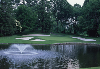 Quaker Ridge Golf Club in Scarsdale, New York state, June 1997. Hole 5, par 9, 181 yards. (Photo by David Cannon/Getty Images)