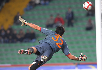 UDINE, ITALY - OCTOBER 28:  Donieber Alexander Marangon Doni goal kepeer of AS Roma in action during the Serie A match Udinese Calcio and AS Roma at Stadio Friuli on October 28, 2009 in Udine, Italy.  (Photo by Dino Panato/Getty Images)