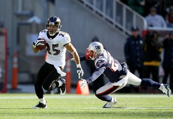 FOXBORO, MA - JANUARY 10:  Chris Carr #25 of the Baltimore Ravens returns a punt against Kyle Arrington #27 of the New England Patriots during the 2010 AFC wild-card playoff game at Gillette Stadium on January 10, 2010 in Foxboro, Massachusetts. The Raven