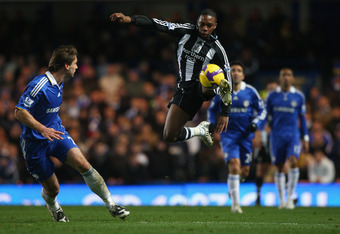 LONDON - NOVEMBER 22:  Charles N'Zogbia of Newcastle United in action during the Barclays Premier League match between Chelsea and Newcastle United at Stamford Bridge on November 22, 2008 in London, England.  (Photo by Ryan Pierse/Getty Images)