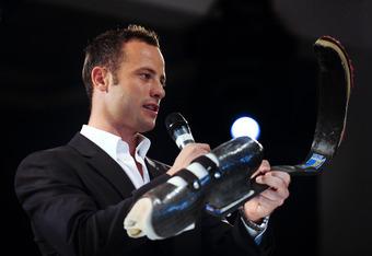 Pistorius Toting His Prosthetics