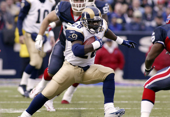 ORCHARD PARK, NY - NOVEMBER 21: Marshall Faulk #28 of the St Louis Rams runs against the Buffalo Bills on November 21, 2004 at Ralph Wilson Stadium in Orchard Park, New York.  (Photo by Rick Stewart/Getty Images)