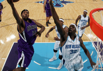 NEW ORLEANS - NOVEMBER 19:  John Salmons #15 of the Sacramento Kings makes a shot around Julian Wright #32 of the New Orleans Hornets at the New Orleans Arena on November 19, 2008 in New Orleans, Louisiana.  The Kings defeated the Hornets 105-96.  NOTE TO