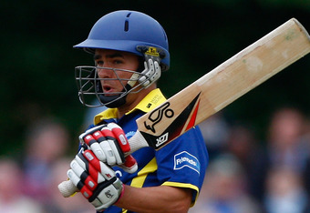 Chris Taylor smashed 196 to set up a Gloucestershire victory