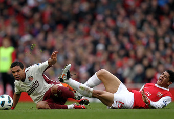 LONDON, ENGLAND - MARCH 05:  Neves Denilson of Arsenal is tackled by Kieran Richardson of Sunderland during the Barclays Premier League match between Arsenal and Sunderland at Emirates Stadium on March 5, 2011 in London, England.  (Photo by Paul Gilham/Ge