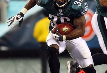 PHILADELPHIA - DECEMBER 15:  Brian Westbrook #36 of the Philadelphia Eagles runs the ball against the Cleveland Browns on December 15, 2008 at Lincoln Financial Field in Philadelphia, Pennsylvania.  (Photo by Jim McIsaac/Getty Images)
