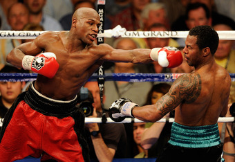 LAS VEGAS - MAY 01:  (L-R) Floyd Mayweather Jr. throws a left to the head of Shane Mosley during the welterweight fight at the MGM Grand Garden Arena on May 1, 2010 in Las Vegas, Nevada.  (Photo by Ethan Miller/Getty Images)