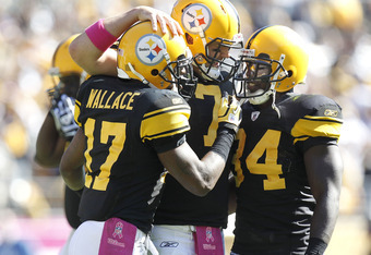 PITTSBURGH - OCTOBER 17:  Ben Roethlisberger #7 of the Pittsburgh Steelers celebrates a second quarter touchdown pass with Mike Wallace and Rashard Mendenhall while playing the Cleveland Browns on October 17, 2010 at Heinz Field in Pittsburgh, Pennsylvani