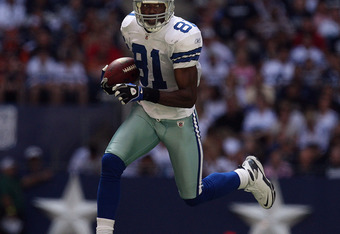 IRVING, TX - OCTOBER 05:  Wide receiver Terrell Owens #81 of the Dallas Cowboys runs the ball against the Cincinnati Bengals at Texas Stadium on October 5, 2008 in Irving, Texas.  (Photo by Ronald Martinez/Getty Images)