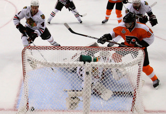 PHILADELPHIA - JUNE 02:  Scott Hartnell #19 of the Philadelphia Flyers scores a goal against Antti Niemi #31 of the Chicago Blackhawks in the second period of Game Three of the 2010 NHL Stanley Cup Final at Wachovia Center on June 2, 2010 in Philadelphia,