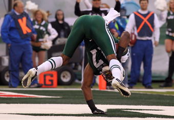 EAST RUTHERFORD, NJ - NOVEMBER 21:  Braylon Edwards #17 of the New York Jets scores a touchdown against the Houston Texans on November 21, 2010 at the New Meadowlands Stadium in East Rutherford, New Jersey.  (Photo by Al Bello/Getty Images)