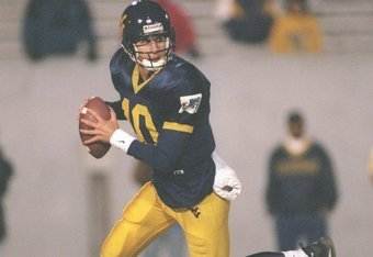 2 Nov 1996: Quarterback Marc Bulger #10 of the West Virginia Mountaineers scans the defense for an open receiver while rolling out of the pocket during a pass play in the Mountaineers 30-7 loss to the Syracuse Orangeman at Moutaineer Stadium in Morgantown