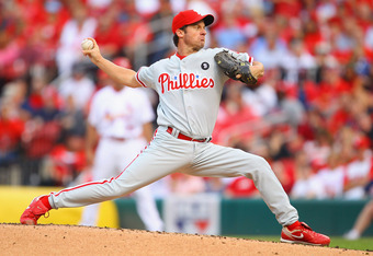 ST. LOUIS, MO - JUNE 23: Starter Roy Oswalt #44 of the Philadelphia Phillies pitches against the St. Louis Cardinals at Busch Stadium on June 23, 2011 in St. Louis, Missouri.  (Photo by Dilip Vishwanat/Getty Images)