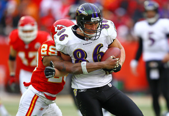 KANSAS CITY, MO - JANUARY 09:  Tight end Todd Heap #86 of the Baltimore Ravens runs runs with the ball in the 2011 AFC wild card playoff game against the Kansas City Chiefs at Arrowhead Stadium on January 9, 2011 in Kansas City, Missouri.  (Photo by Dilip