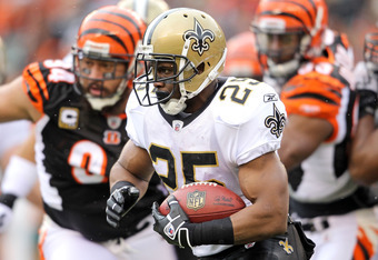 CINCINNATI, OH - DECEMBER 05:  Reggie Bush #25 of the New Orleans Saints runs with the ball during the NFL game against the Cincinnati Bengals at Paul Brown Stadium on December 5, 2010 in Cincinnati, Ohio.  The Saints won 34-30.  (Photo by Andy Lyons/Gett