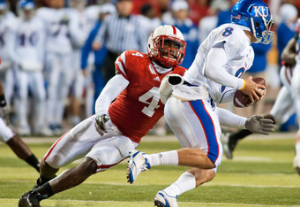 LINCOLN, NE - NOVEMBER 13: Lavonte David #4 of the Nebraska Cornhuskers zeros in on Quinn Mecham #8 of the Kansas Jayhawks during their game at Memorial Stadium on November 13, 2010 in Lincoln, Nebraska. Nebraska Defeated Kansas 20-3. (Photo by Eric Franc