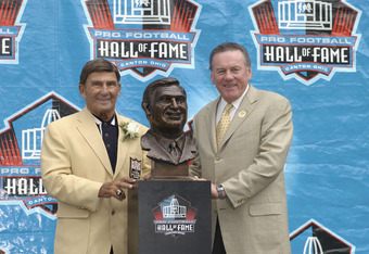 CANTON, OH - AUGUST 3:  Pro Football Hall of Fame inductee Hank Stram (L) poses with his bust and his presenter and fellow Hall of Famer Len Dawson during the 2003 NFL Hall of Fame Induction ceremony on August 3, 2003 in Canton, Ohio.  (Photo by David Maxwell/Getty Images)