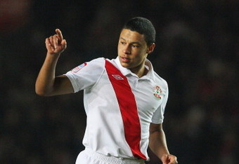 SOUTHAMPTON, ENGLAND - JANUARY 29:  Alex Chamberlain of Southampton points during the FA Cup sponsored by E.ON 4th Round match between Southampton and Manchester United at St Mary's Stadium on January 29, 2011 in Southampton, England.  (Photo by Clive Rose/Getty Images)