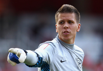 LONDON, ENGLAND - JULY 31:  Wojciech Szczesny of Arsenal directs his defence during the Emirates Cup match between Arsenal and New York Red Bulls at the Emirates Stadium on July 31, 2011 in London, England.  (Photo by Richard Heathcote/Getty Images)