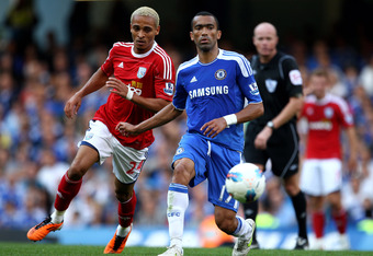 LONDON, ENGLAND - AUGUST 20:  Jose Bosingwa of Chelsea passes the ball as Peter Odemwingie of West Brom closes in during the Barclays Premier League match between Chelsea and West Bromwich Albion at Stamford Bridge on August 20, 2011 in London, England.  (Photo by Julian Finney/Getty Images)