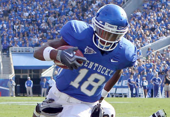 LEXINGTON, KY - NOVEMBER 13:  Randall Cobb #18 of the Kentucky Wildcats runs with the ball while defended by Sean Richardson #21 of the Vanderbilt Commodores during the game at Commonwealth Stadium on November 13, 2010 in Lexington, Kentucky. Kentucky won 38-20.  (Photo by Andy Lyons/Getty Images)
