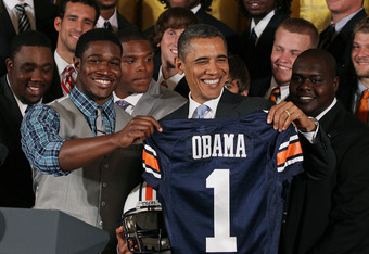Kodi Burns presents Obama with a jersey at the White House
