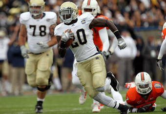 EL PASO, TX - DECEMBER 30:  Running back Cierre Wood #20 of the Notre Dame Fighting Irish runs for a touchdown against the Miami Hurricanes during the Hyundai Sun Bowl at Sun Bowl on December 30, 2010 in El Paso, Texas.  (Photo by Ronald Martinez/Getty Images)