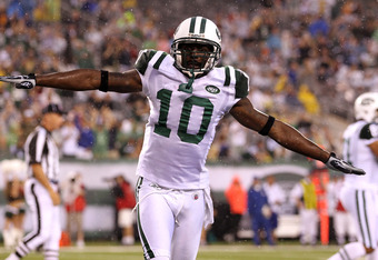 EAST RUTHERFORD, NJ - AUGUST 21:  Santonio Holmes #10 of the New York Jets celebrates after scoring a touchdown against Chris Crocker #42 of the Cincinnati Bengals in the first quarter during their pre season game on August 21, 2011 at the New Meadowlands Stadium in East Rutherford, New Jersey.  (Photo by Al Bello/Getty Images)