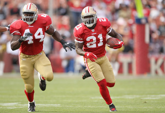 SAN FRANCISCO, CA - AUGUST 20:  Moran Norris #44 and Frank Gore #21 of the San Francisco 49ers in action against the Oakland Raiders at Candlestick Park on August 20, 2011 in San Francisco, California.  (Photo by Ezra Shaw/Getty Images)