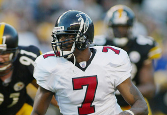 PITTSBURGH, PA - NOVEMBER 10:  Quarterback Michael Vick #7 of the Atlanta Falcons scrambles during a game against the Pittsburgh Steelers on November 10, 2002 at Heinz Field in Pittsburgh, Pennsylvania. The game ended in a 34-34 tie. (Photo by Rick Stewart/Getty Images)