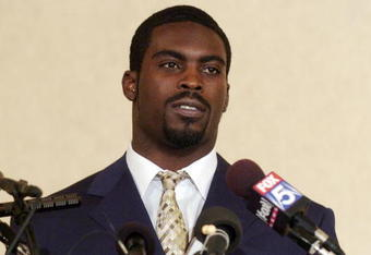 RICHMOND, VA - AUGUST 27:  Atlanta Falcons quarterback Michael Vick makes a statement to reporters at the Omni Richmond Hotel after agreeing to a guilty plea on charges stemming from his involvement in a dogfighting ring August 27, 2007, in Richmond, Virg