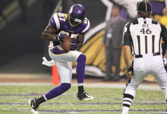 MINNEAPOLIS, MN - AUGUST 27:  Bernard Berrian #87 of the Minnesota Vikings pulls in a touchdown against the Dallas Cowboys at Mall of America Field on August 27, 2011 in Minneapolis, MN.  (Photo by Adam Bettcher /Getty Images)