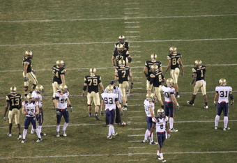 Army offense lines up against Navy in 2010 (K.Kraetzer)