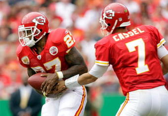 KANSAS CITY, MO - SEPTEMBER 20:  Quarterback Matt Cassell #7 of the Kansas City Chiefs hands off to running back Larry Johnson #27 during the game against the Oakland Raiders at Arrowhead Stadium on September 20, 2009 in Kansas City, Missouri.  (Photo by