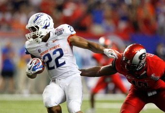 ATLANTA, GA - SEPTEMBER 03:  Doug Martin #22 of the Boise State Broncos spins away from Sanders Commings #19 of the Georgia Bulldogs at Georgia Dome on September 3, 2011 in Atlanta, Georgia.  (Photo by Kevin C. Cox/Getty Images)