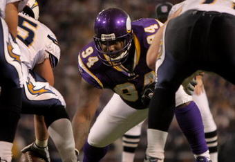 MINNEAPOLIS, MN - NOVEMBER 04:  Defensive tackle Pat Williams #94 of the Minnesota Vikings defends against the San Diego Chargers at the Hubert H. Humphrey Metrodome on November 4, 2007 in Minneapolis, Minnesota. The Vikings defeated the Chargers 35-17.