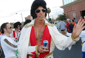 LAS VEGAS - DECEMBER 10:  Randy Thiele of California, and others dressed as Elvis Presley, cheer on fellow runners passing by during the second annual New Las Vegas Marathon December 10, 2006 in Las Vegas, Nevada.  (Photo by Ethan Miller/Getty Images)